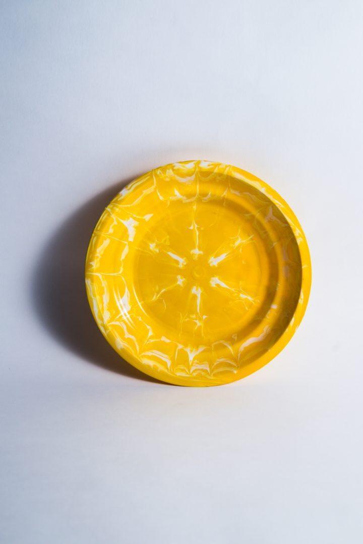 Assiette Tie and Dye jaune