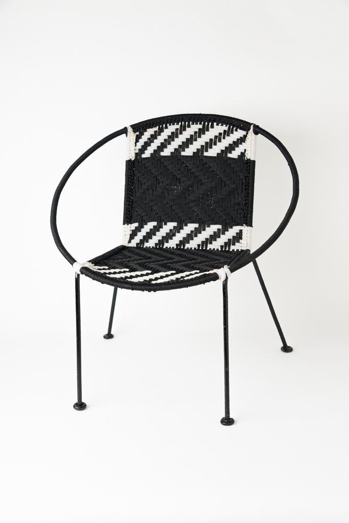 Chaise scoubidou noire et blanche