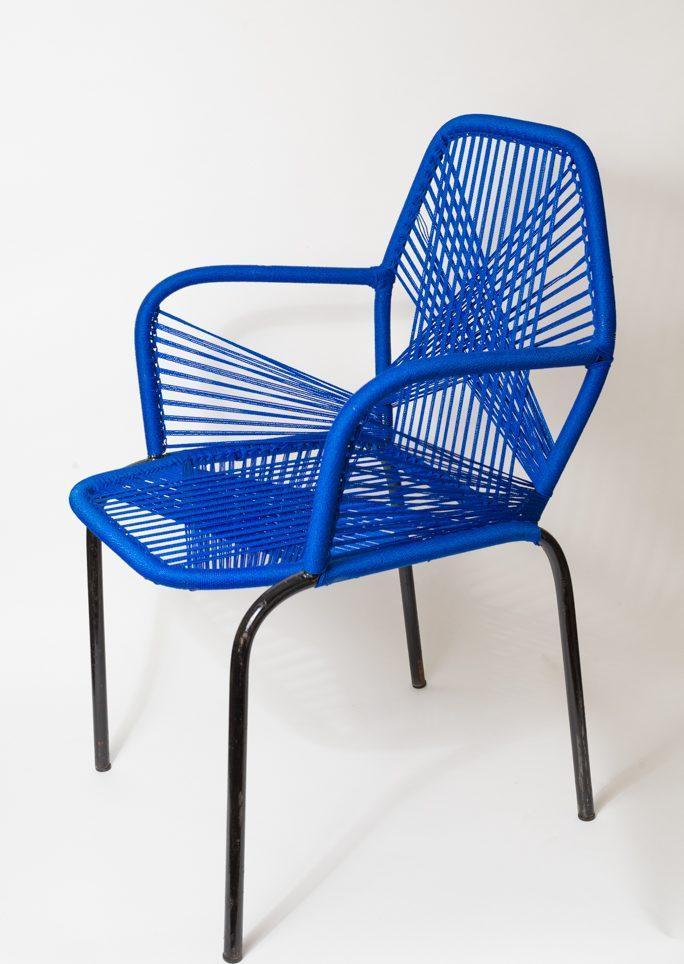 Chaise bleue foncée